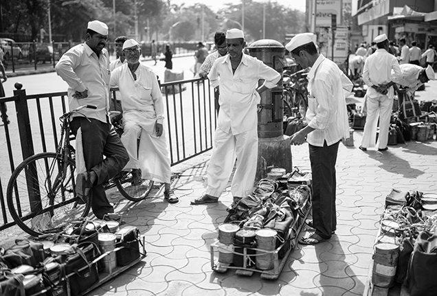 four-seasons-extraordinary-experience-mumbai-dabbawala-men-lunch-pails-636x431